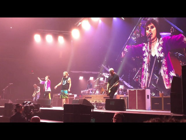 """Foo Fighters and the Struts play """"Under Pressure"""". Dec 1, 2017 from Fresno, CA"""