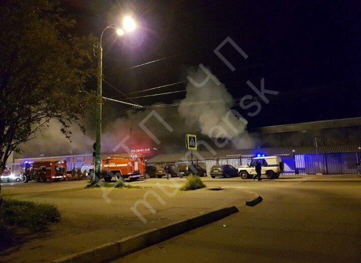 В Мурманске загорелся вещевой рынок