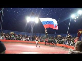 На лошади с флагом РФ