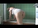 Подсмотрел за зрелой мамкой давалкой в ванной засветила сексуальную попу милф milf mature sexwife
