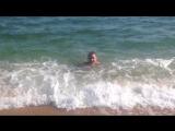 Теплое море Феодосии в октябре. Осень в Крыму чудесна. Бархатный сезон