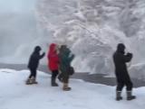 турист из Германии окунулся в реку Куйдусун в -50 градусов