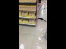 Tu ne veux pas être le commis à l'épicerie lorsque ce genre d'accident arrive