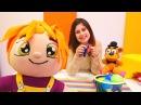 Lili ve Ayşe oyuncaklarını temizliyorlar. Eğitici kız oyunu