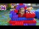 Мария играет на детской площадке с Иришой Строим домик из конструктора ЛЕГО Щен ...