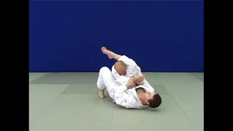 Удэ-хишиги-джуджи-гатамэ — Рычаг локтя захватом руки между ног (разрывы оборонительных захватов)