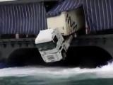 Автомобиль не поладил с кораблем...