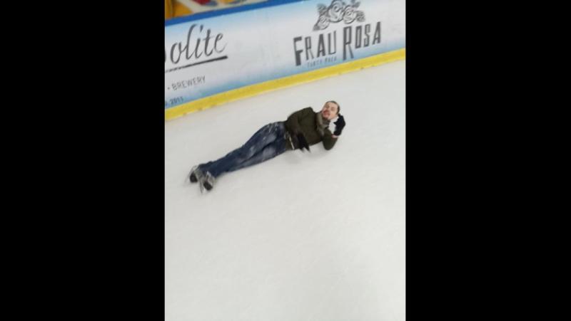 Катання на ковзанах задки