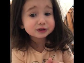 Дочка просит включить ей мультик