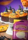 Чем удивить гостей на Halloween? Красочным десертом.
