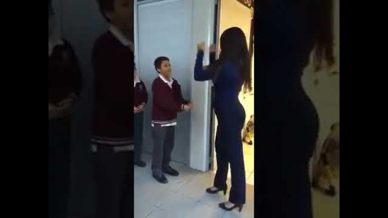 Vejam como esta professora recebe os seus alunos 👌