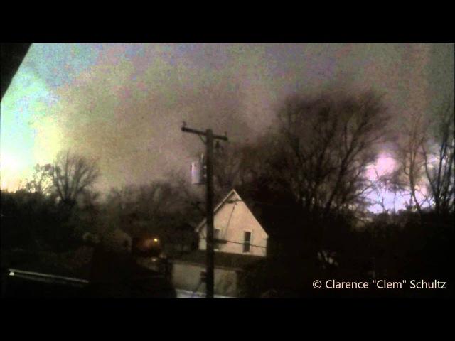 Видео Клема Шульца попавшего в торнадо и выжившего после этого Fairdale, Illinois Tornado- Clem Shultz Survival Story