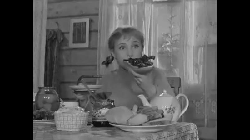 - Запомни, сынок, в жены надо брать такую девушку, которая любит поесть. Она всегда приготовит себе покушать, ну и тебе что-то д