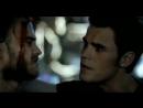Дневники вампира 3x01 Клаус и Стефан пристали к оборотню в баре.