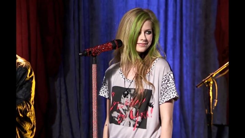 Avril Lavigne - Smile [AOL Sessions] (FullHD 1080p)