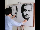 Одновременно рисует 2 портрета!
