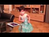 Смешная подборка танцующих малышей :)