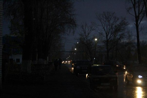 Странно, но фонари почти не светят, в отличии от фонарей машин.  Дневная летняя версия: https://vk.com/photo16174219_456246116 Зимняя ночная версия: https://vk.com/photo16174219_456260196  14 ноября 2017