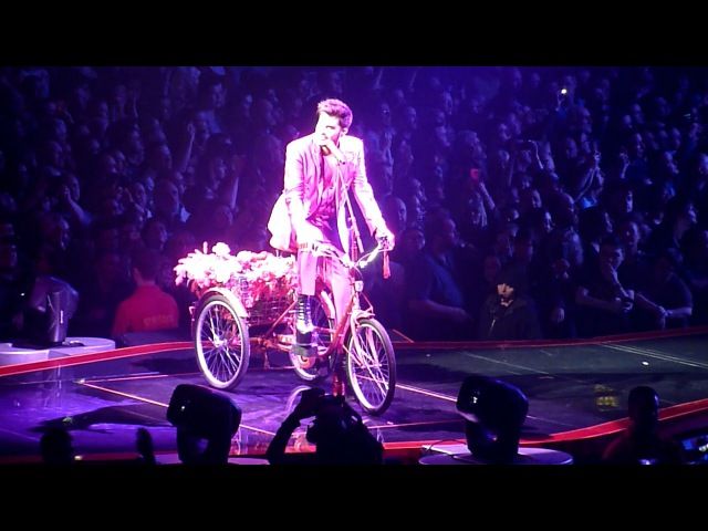 Queen and Adam Lambert - Don't stop me now Bicycle Race I'm in Love with my Car