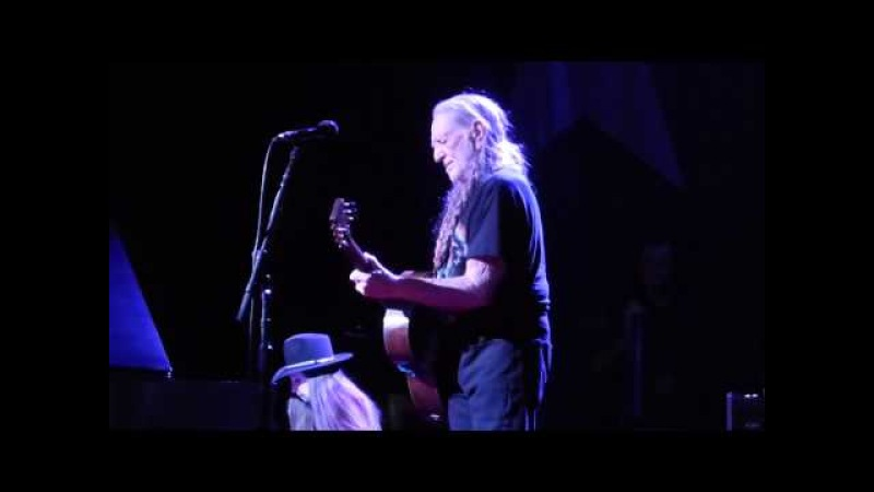 Willie Nelson - I Never Cared For You (Houston 11.18.14) HD