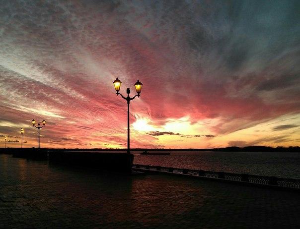 Закат на набережной Фото: Елена Грачева