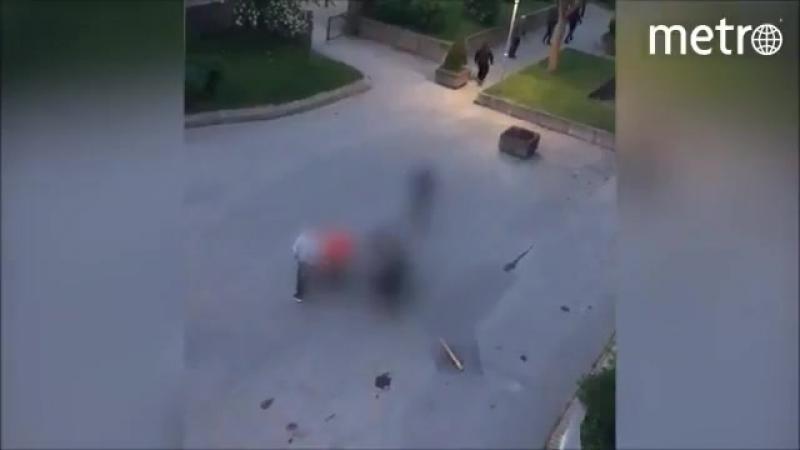 Швеция: 9 вооруженных мигрантов избили мужчину на глазах у его маленького сына