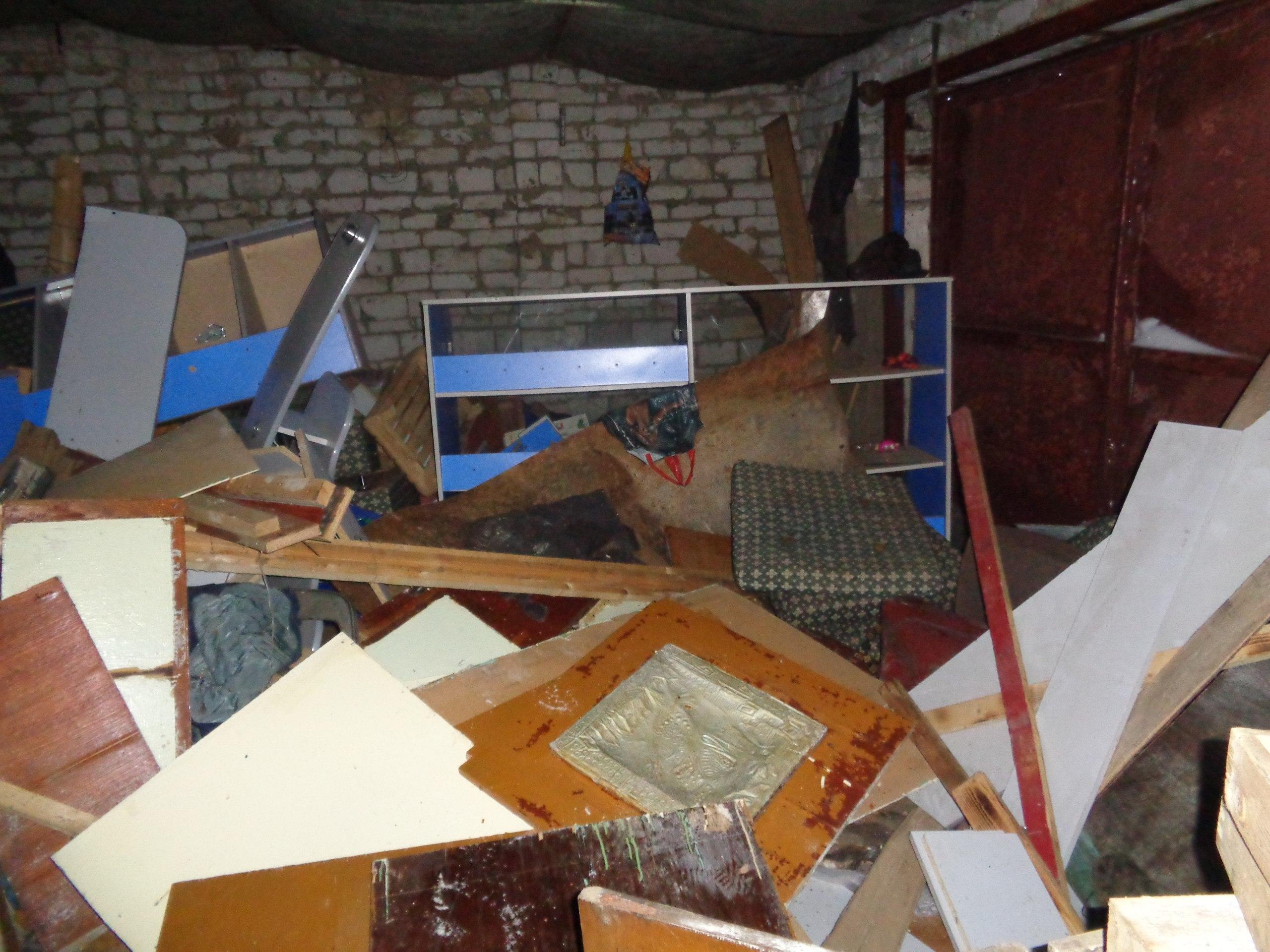 Взломаны 2 гаража за пожаркой, первый ряд от лога, хозяева наверно не в курсе, так выглядит один из них,
