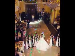 Танец невесты!