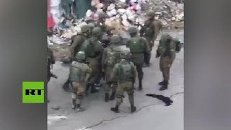 10 contra 1: Soldados israelíes golpean a un palestino en Cisjordania