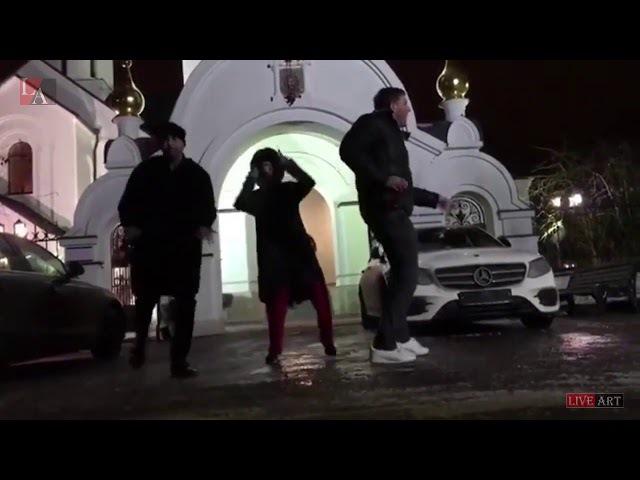Пусси Райот отдыхают,Собчак танцует у православного храма на Новый Год!