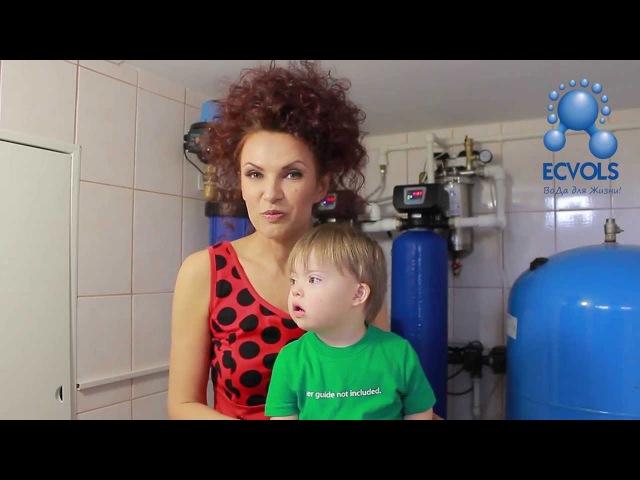 Эвелина Блёданс — актриса театра и кино, певица, телеведущая