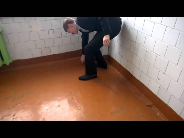 Эксперимент в школьном туалете кола и ментос Прикол!