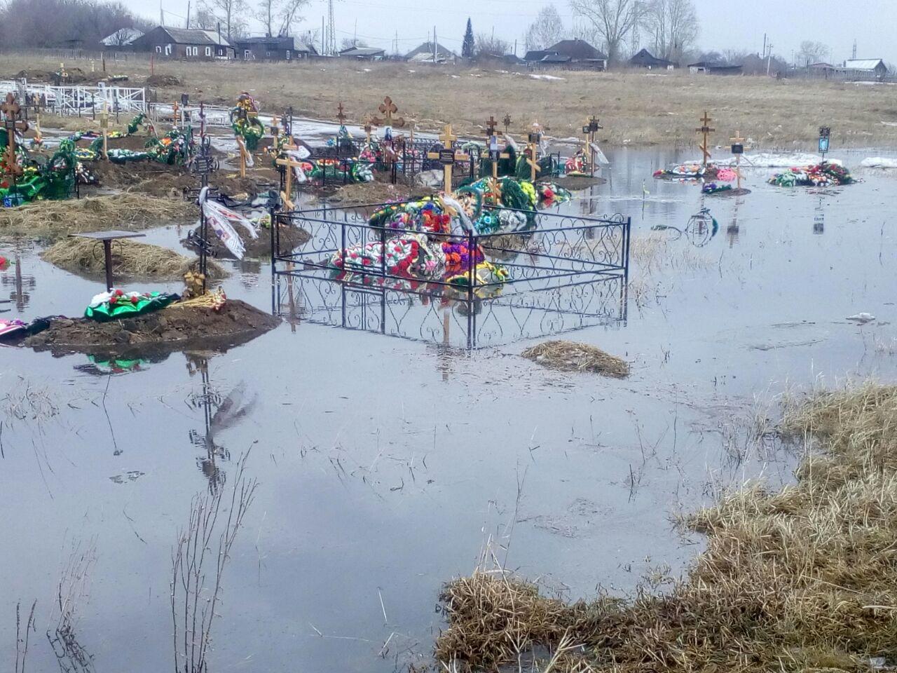 8IJacfhHBgo - Вот так выглядят могилки в посёлке ЧЕРТА!!!