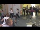 Игра в снежки на перемене в ГБОУ школе №1788