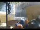 Схватка демонстрантов с легавыми в Буэнос Айрес. Атака камнями