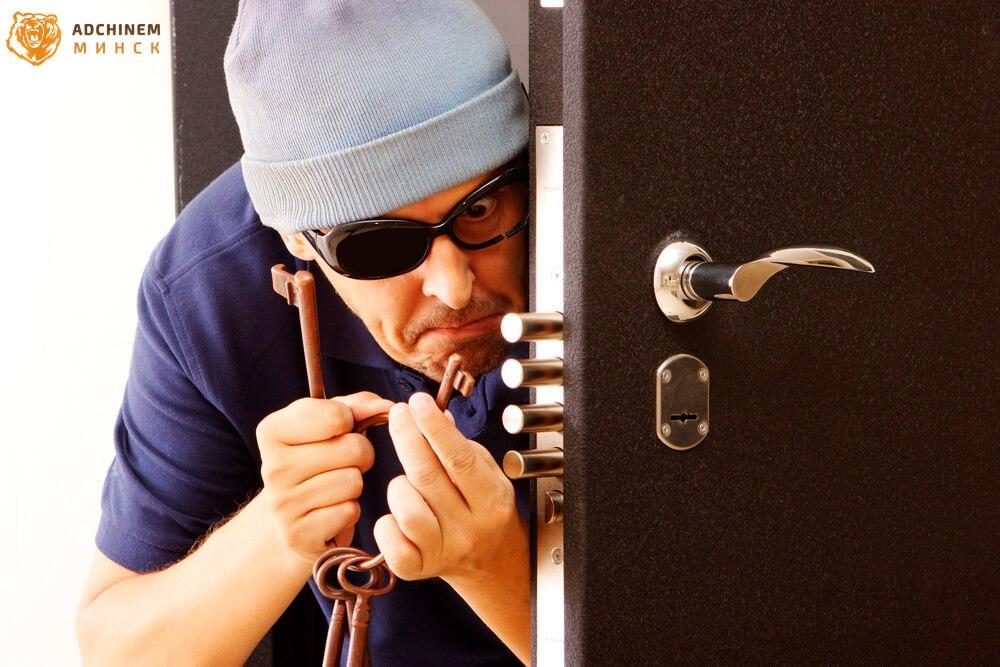 В Пено украл у друга дверь