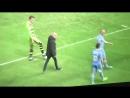 Фанат Ковентри Сити недоволен игрой своей любимой команды