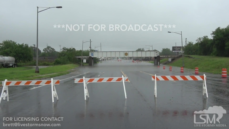 6 19 18 Port Arthur, Texas Police Block Roads Flooding Signage Individuals Walk Through Floods