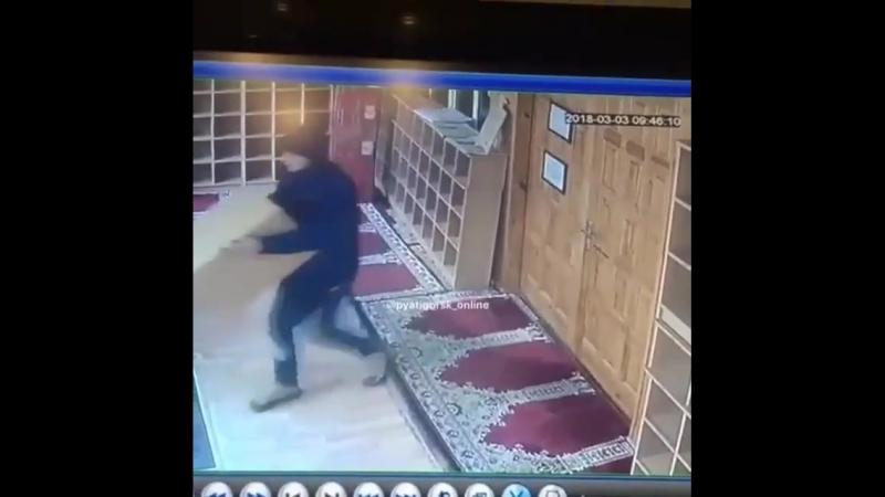 ⚠️👉 @ pyatigorsk_online Сообщается о краже ящика для подаяний в здании Духовного управления мусульман - Внимание РОЗЫСК❗️ - 4.0