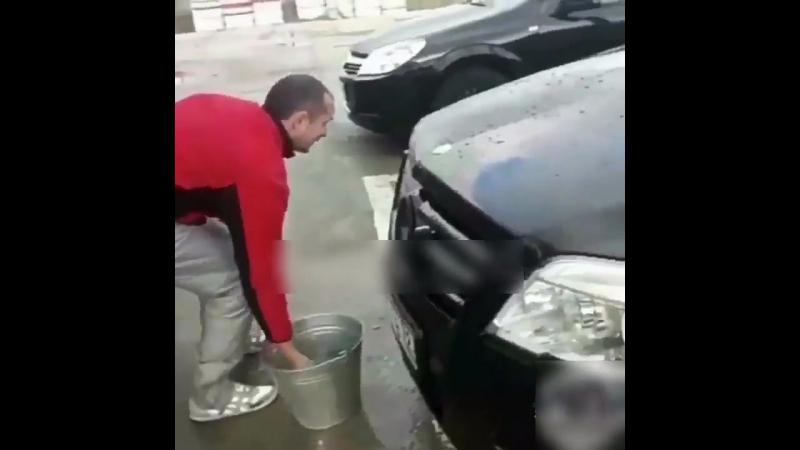 Ебалай моет котом машину
