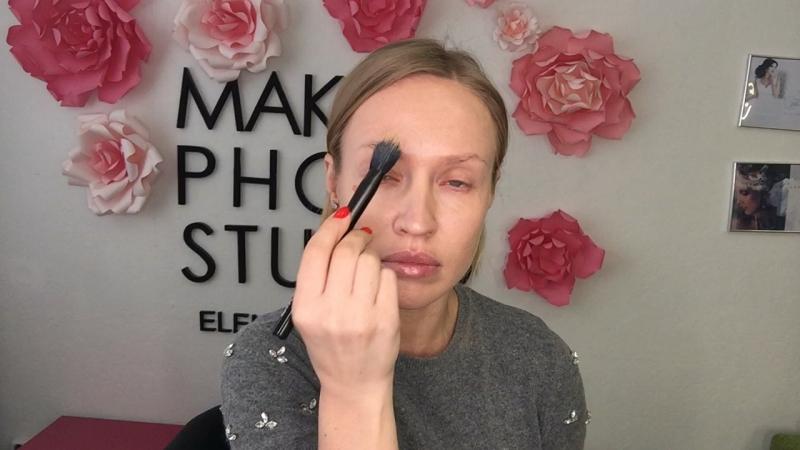 Легкий макияж с подводкой по слизистой