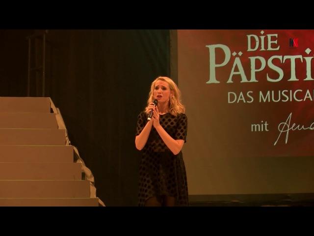 Die Päpstin - Musical - Dezember 2017 in Neunkirchen Anna Hofbauer Einsames Gewand