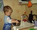 Кто сказал, что мужчины не любят помогать по хозяйству и никогда не моют посуду?