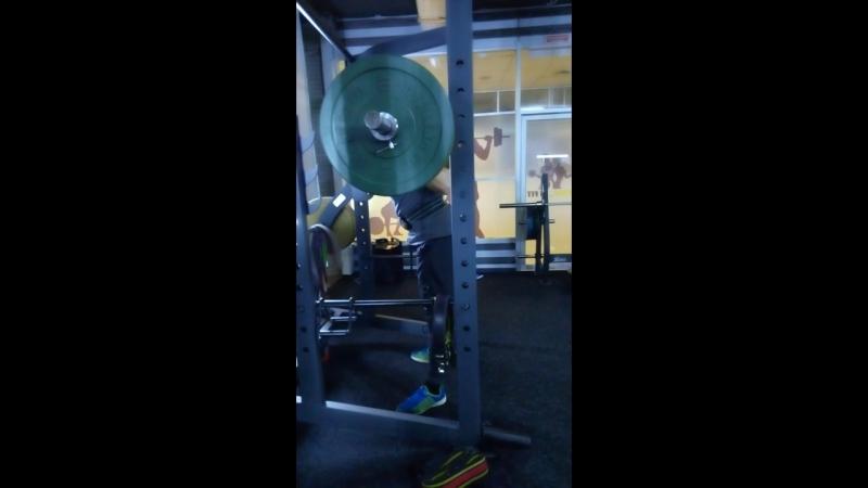 вторник деньног и деньгруди присед100кг legsday breastday squatting100kg в @cycle.infit