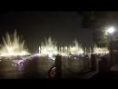 Каждый день на озере Сиху идёт шоу поющих фонтанов. Мы увидели их в неработающем виде ещё в первый день и сразу погуглили распис