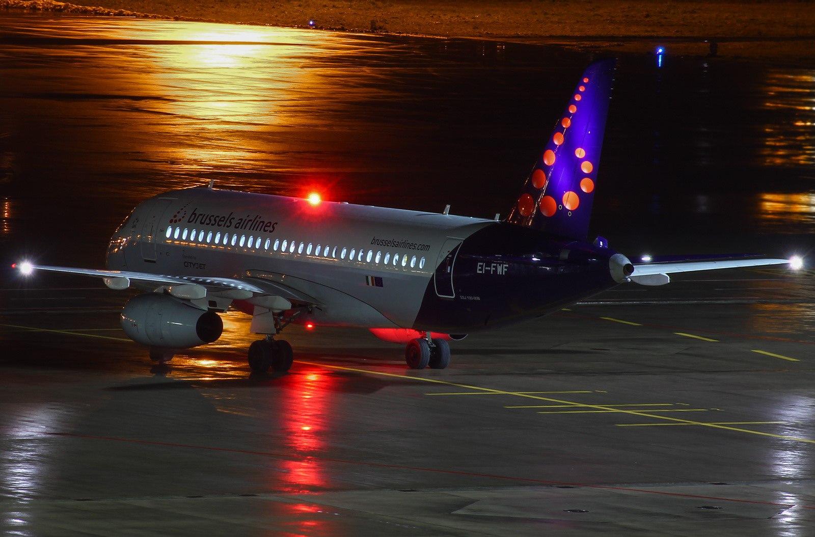Руление в ночном аэропорту