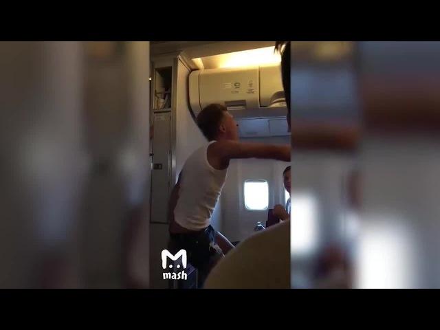 Пассажир авиарейса Москва — Барселона был избит за фразу Русские люди — говно ·...