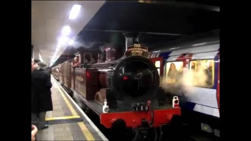 Лондонцы ностальгируют в метро в клубах паровозного дыма