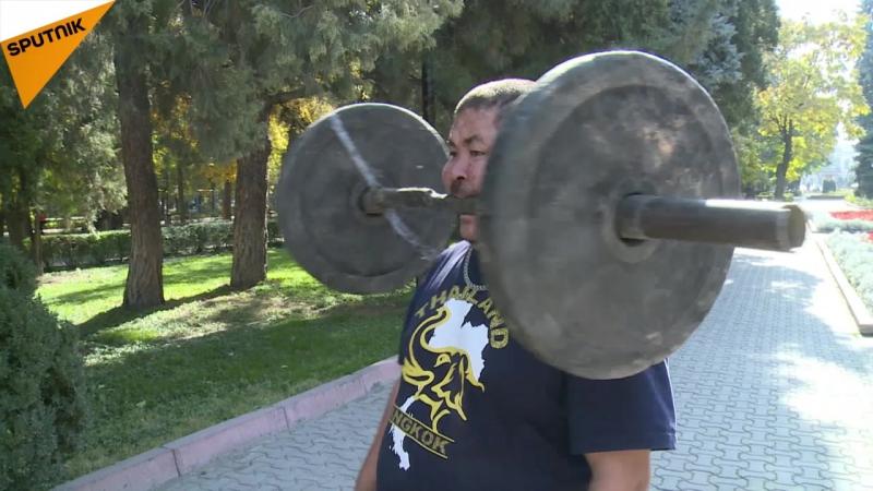 Süper güce sahip Kırgız pehlivandan inanılmaz performans