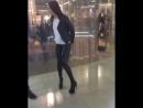 Увидел в торговом центре девушку в латексных леггинсах и в туфлях на высоком каблуке и без палева устроил трансляцию в instagram
